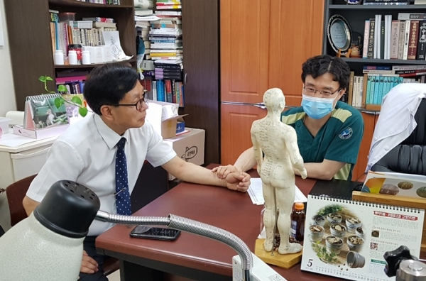 대전 P병원에서 방광암 환자 강모씨가 진료받는 장면.(사진=비센카페 제공)